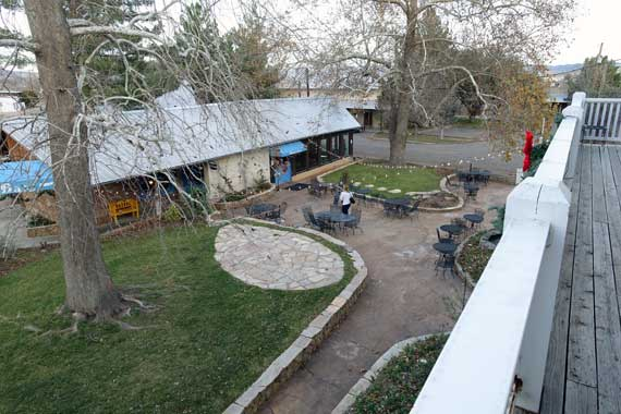 courtyard-deck